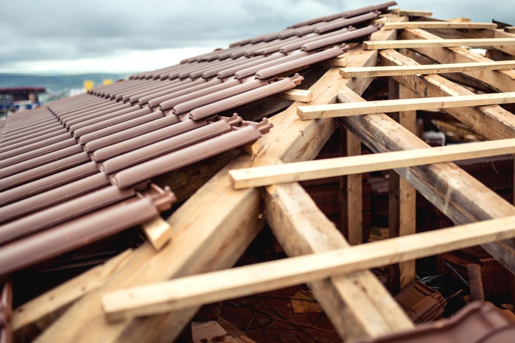 Aby w pełni wykorzystać przestrzeń poddasza, należy bardzo rozważnie rozplanować ułożenie dachu i rozkład ścian. Fot. Fotolia