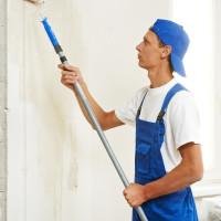 Jak usunąć rysy na ścianach w mieszkaniu?