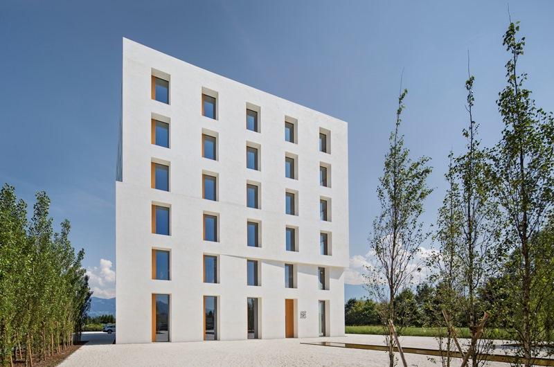 Budynek biurowy 2226 w Lustenau w Austrii, zaprojektowany przez architekta Dietmara Eberlego - Nagroda Główna i w kategorii Special Solution