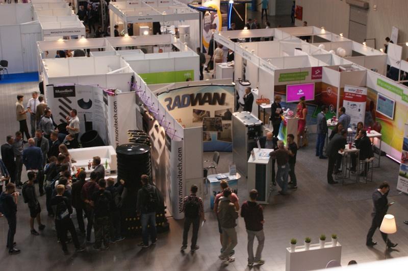 W poprzedniej edycji targów RENEXPO® Poland wzięło udział 110 wystawców, a liczba odwiedzających wynosiła prawie 4000 osób. Natomiast w konferencjach branżowych poświęconych wszechstronnym zagadnieniom branżowym wzięło udział 1118 osób. Uczestnictwo w 6. Edycji Targów to szansa na zaprezentowanie oferty własnej firmy, poszerzenie dotychczasowej wiedzy o energetyce i ekologii oraz rozwiązanie wielu codziennych problemów. Fot. REECO Poland