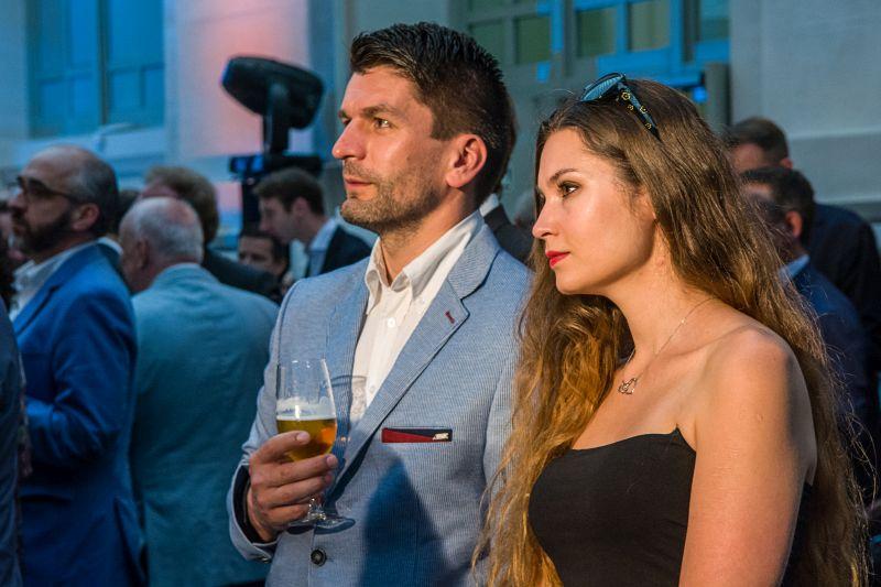 W uroczytej gali udział wzięła wylosowana spośród wszystkich internautów, którzy zagłosowali w konkursie www.challenge66.com, p. Anna Ciechowska wraz z osobą towarzyszącą. Fot. Baumit