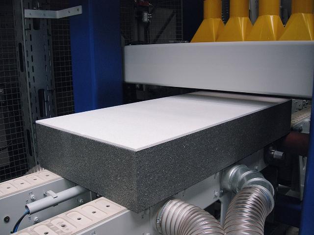 Produkcja płyt LAMBDA WHITE. Fot. Swisspor