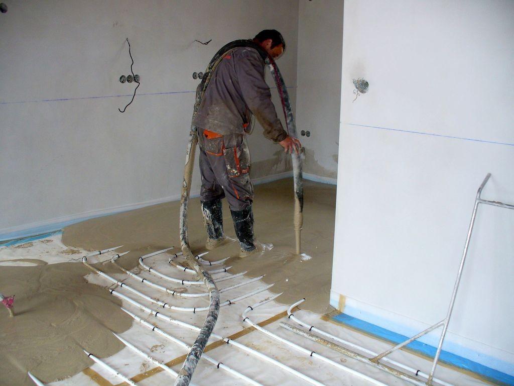 """Płynne jastrychy są idealnym uzupełnieniem systemu """"ciepłej podłogi"""". Fot. Baumit"""