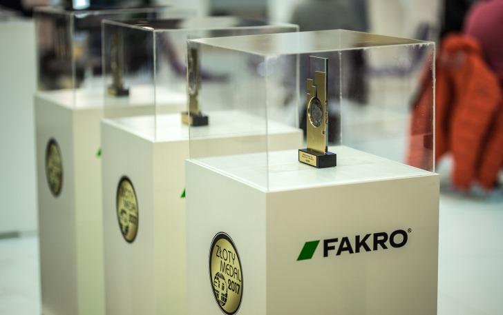 Firma FAKRO została laureatem aż 3 Złotych Medali MTP BUDMA 2017 - za okno dachowe uchylno-obrotowe FPP-V preSelect2 , drzwi przesuwne INNOVIEW HST Sky oraz supertermoizolacyjne schody strychowe LTK Energy. Fot. Fakro