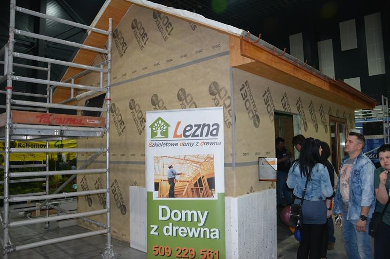 """Dom wybudowany przez firmę Lenza w systemie kanadyjskim """"na żywo"""" na targach Gryf-Bud 2017 . Fot. ABC-MEDIA"""