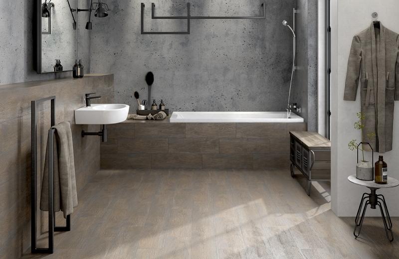 Aranżacja łazienki z wykorzystaniem płytek podłogowych imitujących drewno FINWOOD z kolekcji I Love WOOD. Fot. Cersanit