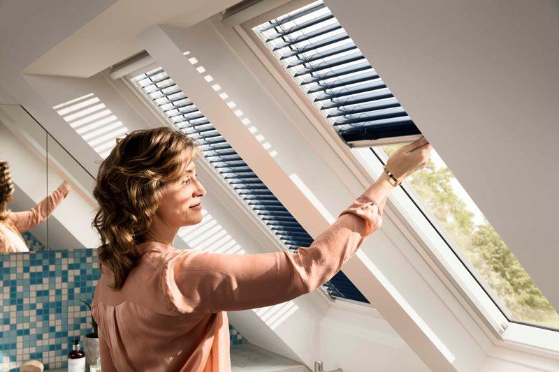 Trzyszybowe okno dachowe VELUX GLU. Okno jest bardzo łatwe do utrzymania w czystości - nie wymaga konserwacji przez wiele lat użytkowania, wystarczy tylko zwykłe mycie. Fot. Velux