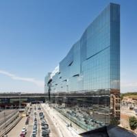 Szkło przeciwsłoneczne w nowoczesnej architekturze. Gra kolorów i refleksów