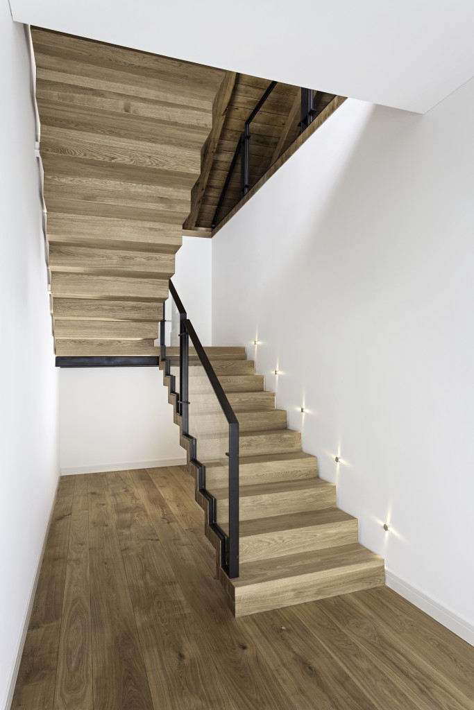 Dwubiegowe schody ZETA. Fot. Marchewka Schody - Podłogi - Wnętrza