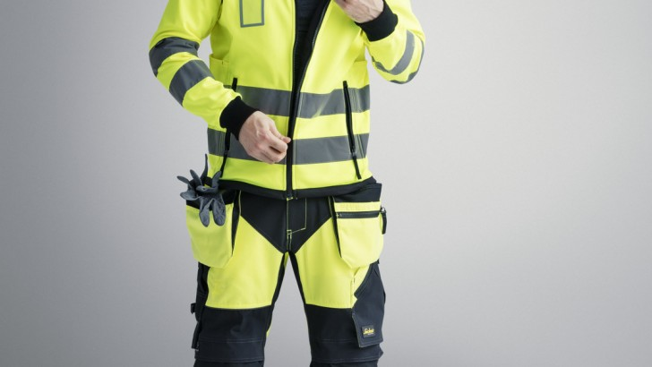 Pozostań widoczny, pozostań bezpieczny – odblaskowa odzież robocza z nowej kolekcji Snickers Workwear