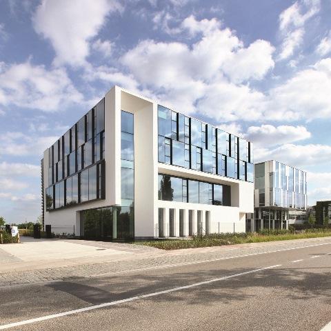 Na fasadach Experience Centre można podziwiać zastosowanie nowoczesnych systemów Reynaers. Fot. Reynaers