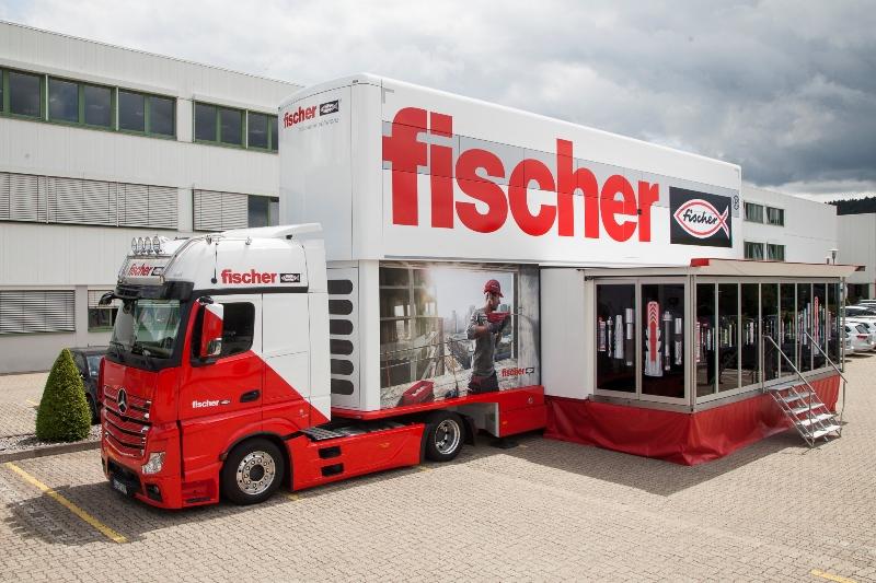 Mobilna Akademia fischer. FischerTruck to największe mobilne centrum wystawienniczo-szkoleniowe producenta systemów zamocowań. Fot. fischer