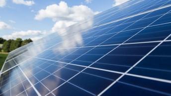 Odnawialne źródła energii dla domu, czyli jak dbać o środowisko i płacić niższe rachunki?