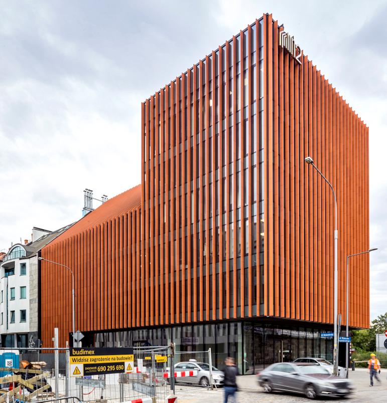 Budynek Biurowo-usługowy z garażem podziemnym przy ul. Komandorskiej we Wrocławiu. Fot. Wienerberger