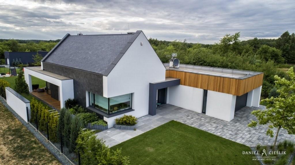 Dom jednorodzinny w Konopiskach pod Częstochową (2019). Fot. Baumit