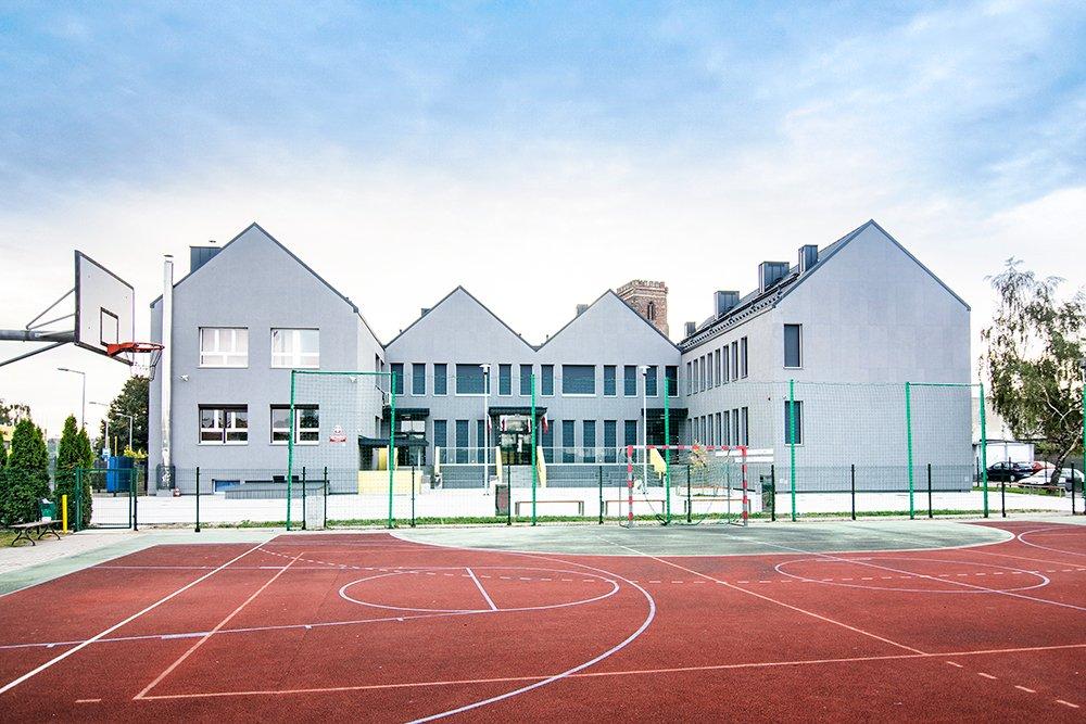 Szkoła Podstawowa nr 1 w Gostyniu (2018). Fot. Baumit