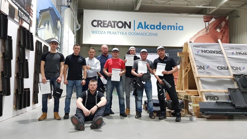 Szkolenie w Akademii Creaton kończy się otrzymaniem certyfikatu potwierdzającego uczestnictwo, nabycie nowych umiejętności i podniesienie kwalifikacji. Fot. Creaton Polska