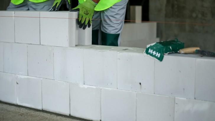 Jak poprawnie murować. Zasady budowy z betonu komórkowego i z silikatów w Systemie Budowy H+H