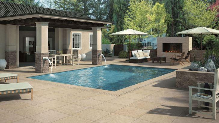 Jak estetycznie i bezpiecznie wykończyć nawierzchnię wokół basenu?